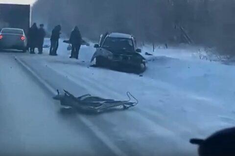 На трассе под Новосибирском погиб один человек и пятеро пострадали