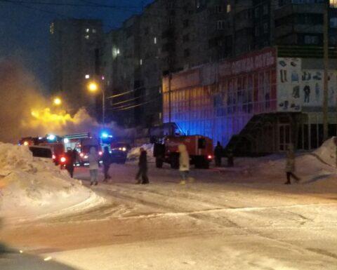 Крупный пожар произошел в торговом павильоне Октябрьского района Новосибирска