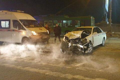 В аварии на Коммунальном мосту в Новосибирске пострадали люди