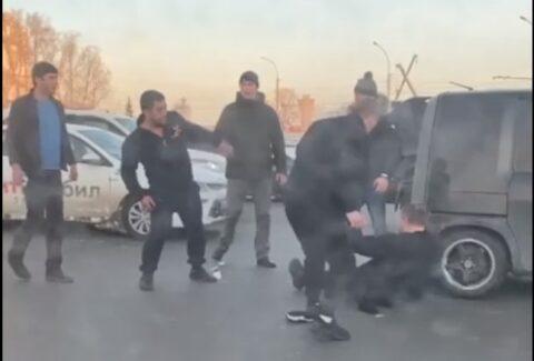 Водители подрались на площади Труда в Новосибирске.