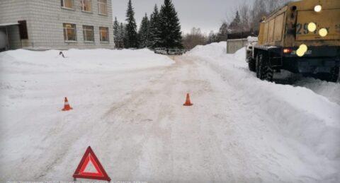 В Новосибирском Академгородке под колесами грузовика погиб пешеход