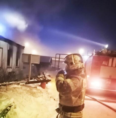 Частный дом сгорел в Октябрьском районе Новосибирска