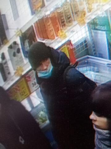 Полиция ищет мужчину, воспользовавшегося чужой банковской картой