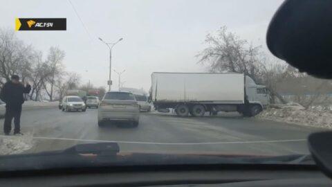 На Бердском шоссе образовалась огромная пробка