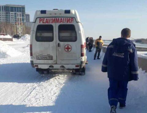 Спасатели эвакуировали мужчину, упавшего с Октябрьского моста в Новосибирске