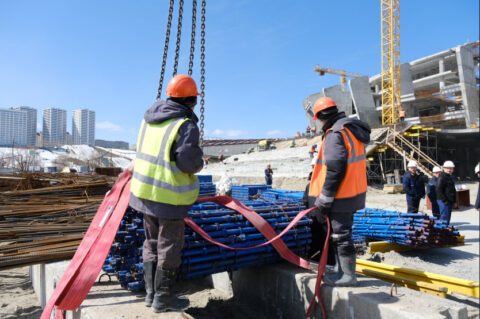 Александр Жуков оценил работы по строительству ледовой арены