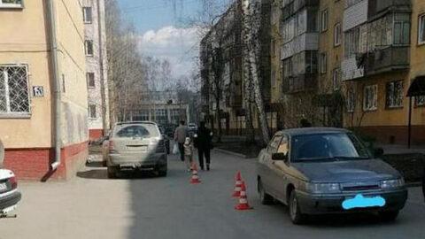 В Новосибирске под машину попал ребенок на самокате
