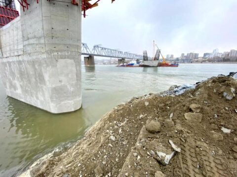 Четвертый мост Новосибирска готовят к прохождению паводка