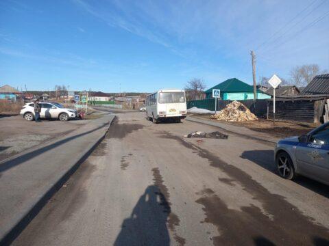 Под Новосибирском мужчину сбил автобус