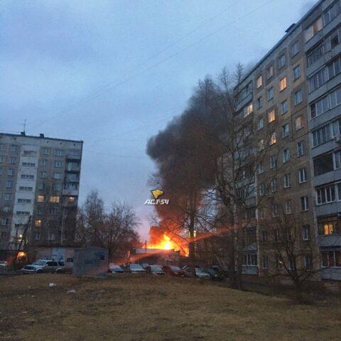 Два частных дома загорелись в Новосибирске