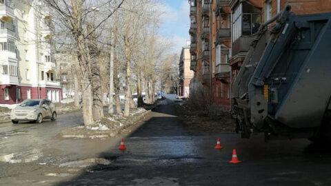 В Новосибирске пятилетнего мальчика сбил мусоровоз