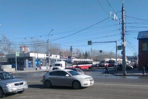 В Новосибирске трамвай №13 столкнулся со скорой