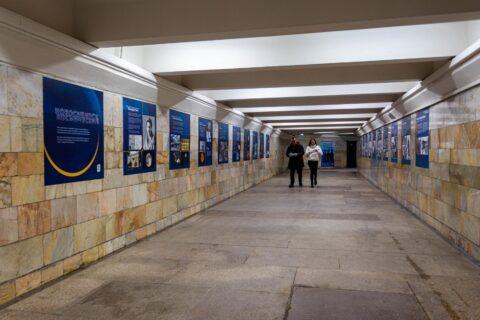На станции метро в Новосибирске открыли барельеф Юрия Гагарина
