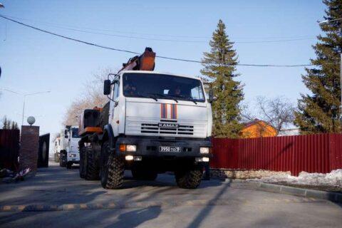 На борьбу с паводком в Барнаул отправились спасатели Новосибирска