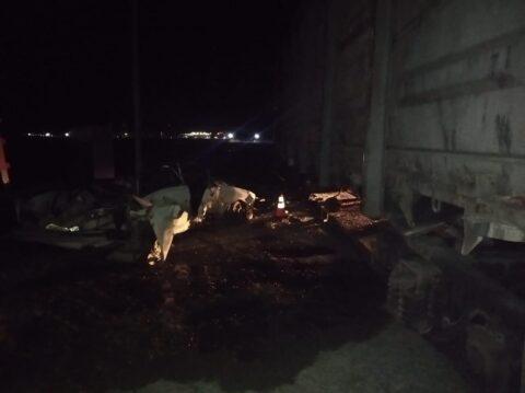 Под Новосибирском в брошенный вагон врезался автомобиль