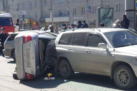 Авария с пятью машинами произошла в центре Новосибирска