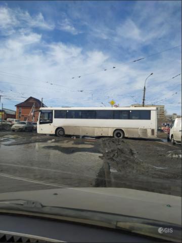 В Ленинском районе Новосибирска с рельсов сошел трамвай