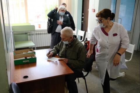 Работу поликлиник в майские праздники проверил губернатор Новосибирской области
