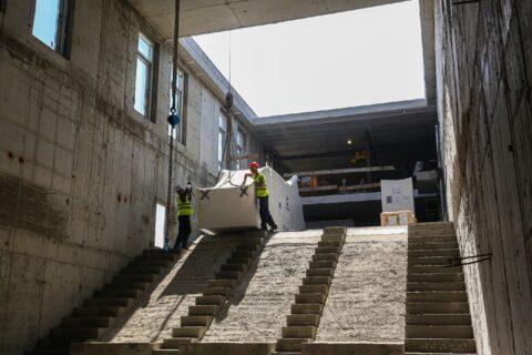 В Новосибирск доставили швейцарские эскалаторы