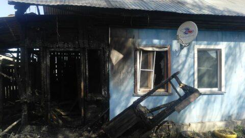 В Новосибирской области из горящего дома девочку спасли соседи