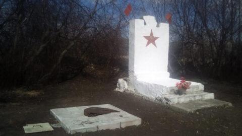 Житель Новосибирска восстановил памятник героям войны на свои деньги
