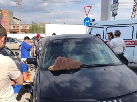 В пробке на Дмитровском мосту в Новосибирске умер мужчина
