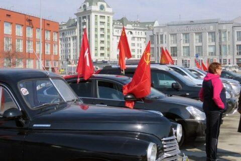 За автопробег с красными флагами оштрафовали коммунистов в Новосибирске