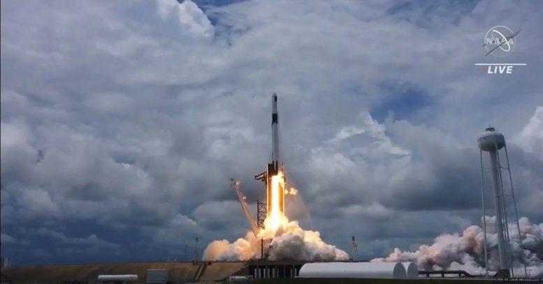 НАСА запускает миссию по пополнению запасов SpaceX Dragon
