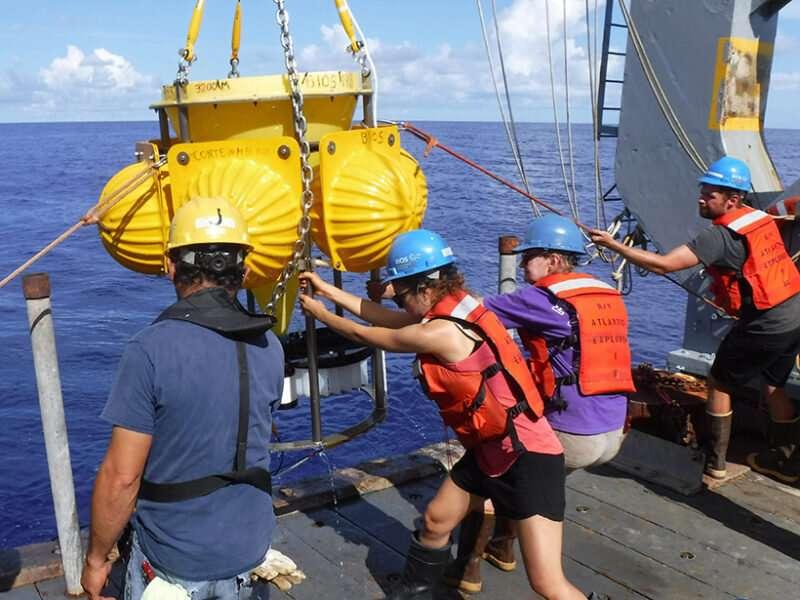 Частицы на поверхности океана и на морском дне не так уж и отличаются
