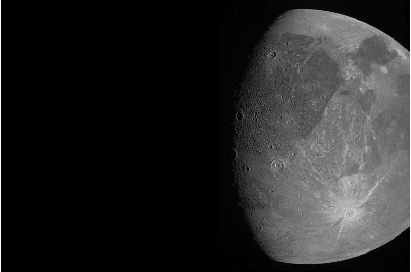 Космический корабль пролетел мимо мега-луны Юпитера