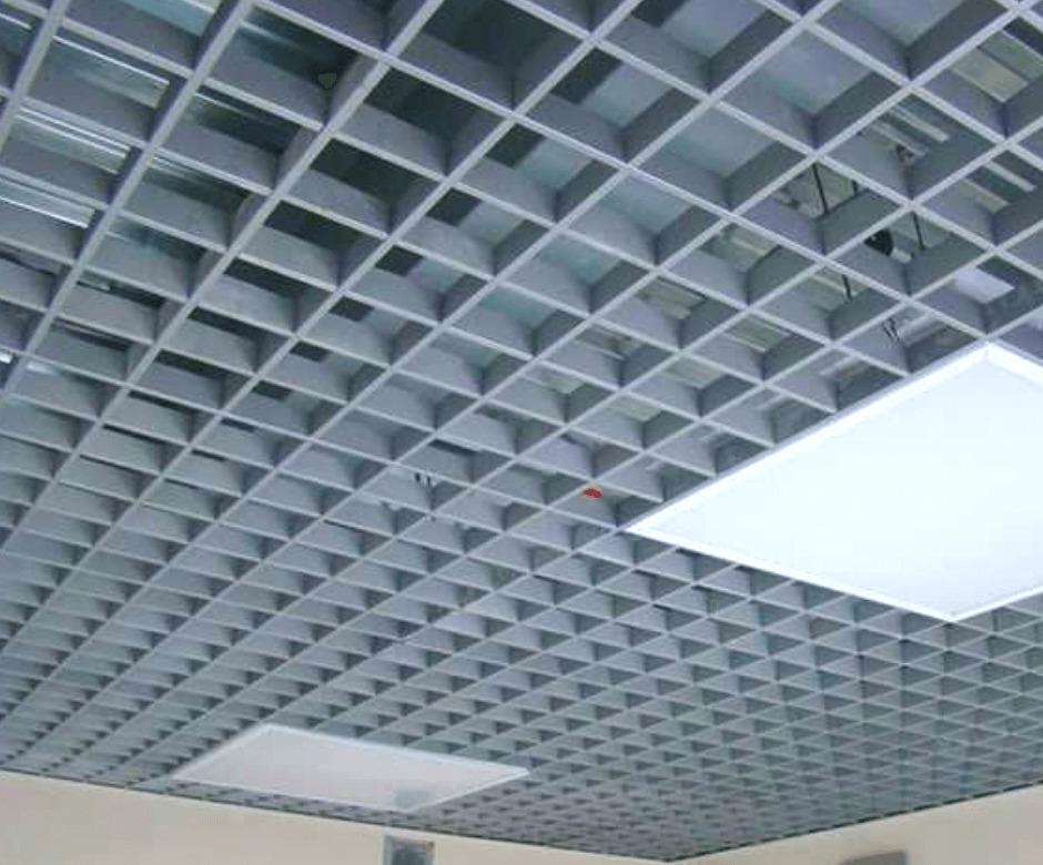 «Грильято» и «Армстронг»: какой потолок лучше для коммерческих помещений