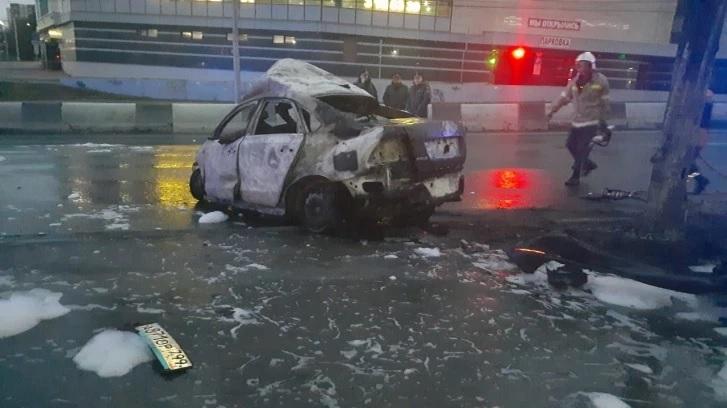 Три человека сгорели в иномарке после ДТП в центре Новосибирска